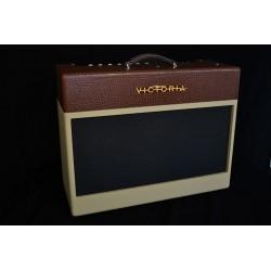 VICTORIA GOLDEN MELODY AMPLIFICADOR GUITARRA VALVULAS 2X12